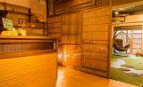 入り口も古材を使い暖かなスペースに