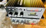 クリアなサウンドを出すBOSEのスピーカーと繋がれたBLUETOOTH対応のアンプがあります。スマホなどの端末にある音源をBLUETOOTHで飛ばして楽しんで頂く事ができます